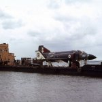 1975_09_13__phantom_fg1_xt867_on_lighter__lee_on_solent_2_hgm